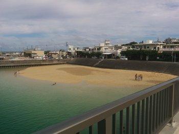 奥武島 奥武橋から見える海水浴風景.jpg